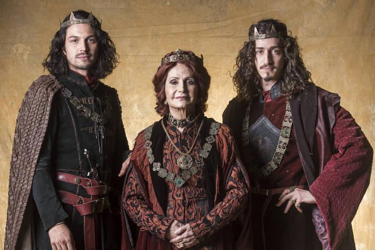 Afonso (Rômulo Estrela), Rodolfo (Johnny Massaro) e Crisélia (Rosamaria Murtinho)