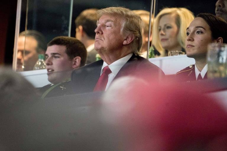 Trump assiste a jogo da liga universitária de futebol americano em Atlanta nesta segunda