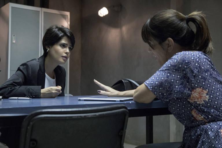 """Cena do 1º encontro das personagens Adriana (Julia Dalavia) e Duda (Gloria Pires) em """"O Outro Lado do Paraíso"""""""