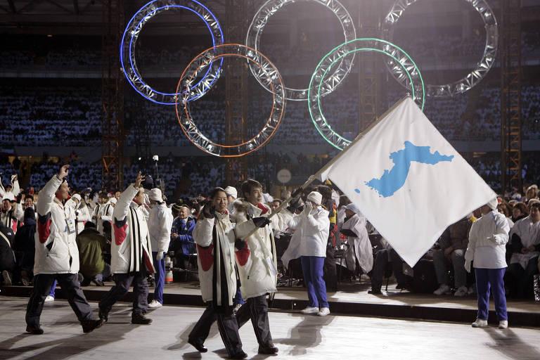 Atletas das duas Coreias se apresentam juntos na abertura dos Jogos de Inverno de Turim em 2006