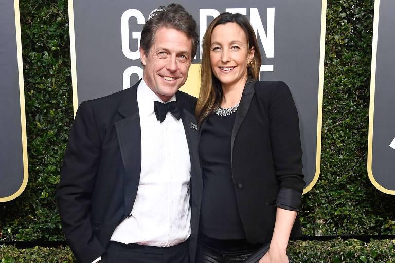 Ator Hugh Grant e a namorada Anna Eberstein na 75ª premiação do Globo de Ouro, em Janeiro de 2018, na Califórnia