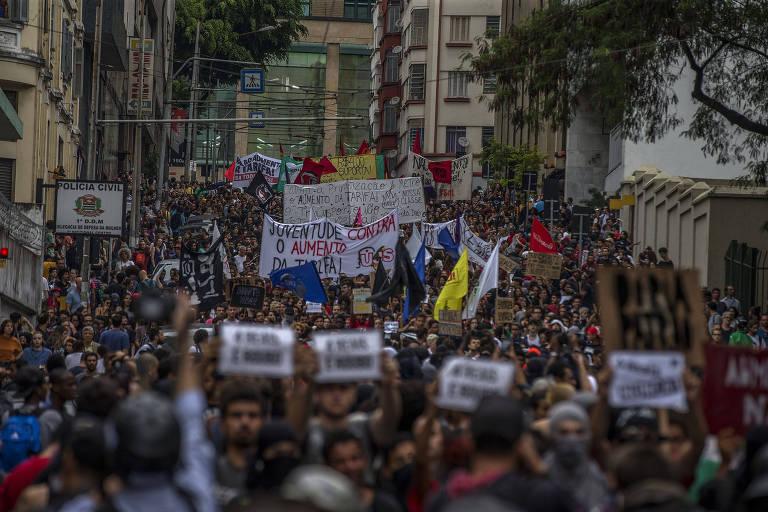 Protesto do Movimento Passe Livre contra aumento da tarifa em SP --grupo promete novo ato no dia 17