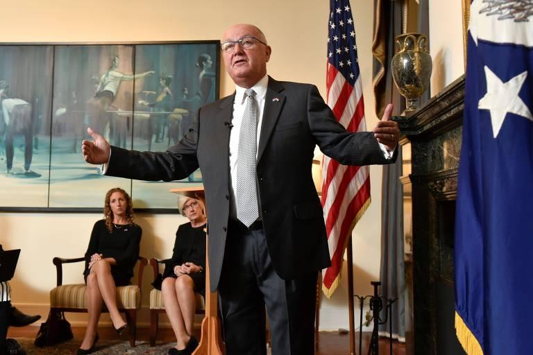O novo embaixador americano na Holanda, Peter Hoekstra, durante a entrevista coletiva em Haia