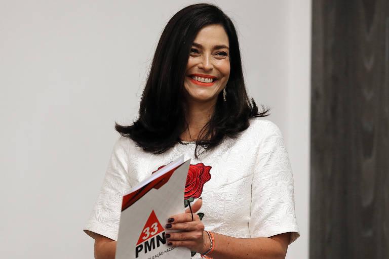 Valéria Monteiro sorrindo