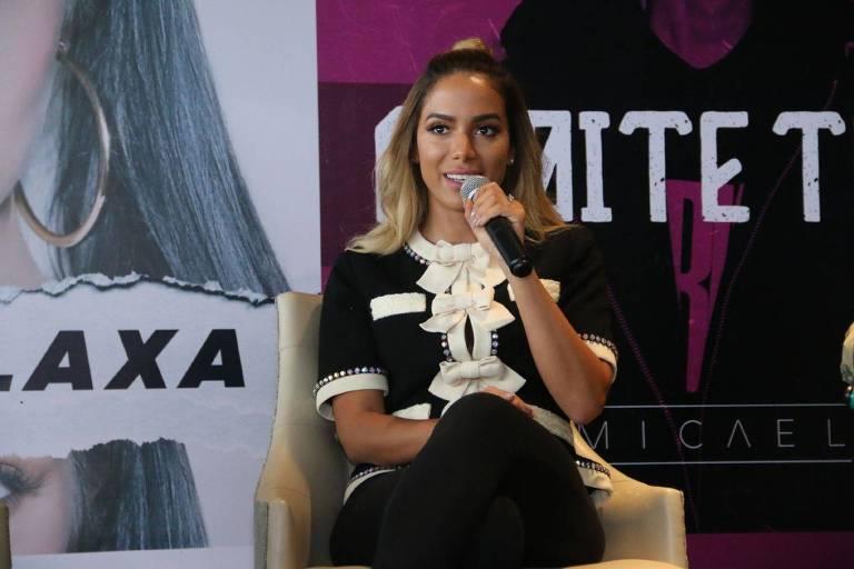 Anitta faz coletiva de imprensa se lançando como empresária