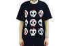 Camiseta de algodão preta com estampa de caveira estilo mexicana. De R$ 25,99 por R$ 9,99, na Daiso (até final do estoque)