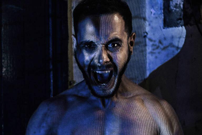 O ator Vitor Placca na peça 'O Desmonte', que estreia no Sesc Consolação