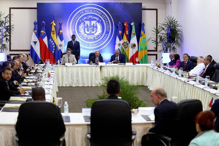 Encontro em Santo Domingo reúne oposição e governo da Venezuela para negociações