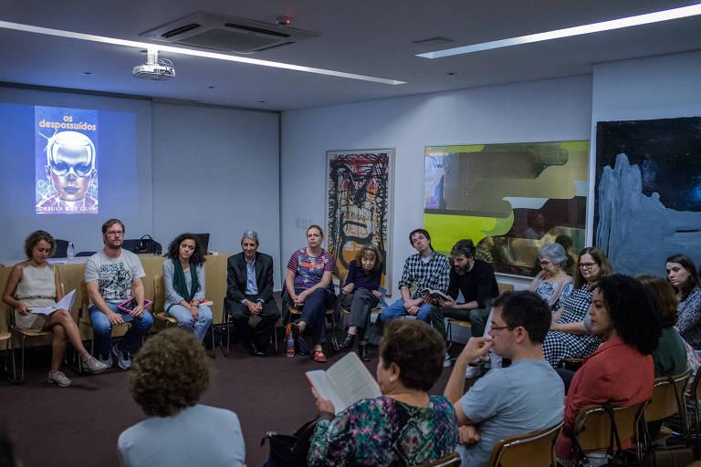"""Encontro do Clube de Leitura Folha, em novembro, na Livraria Martins Fontes, para conversa sobre o livro """"Os Despossuídos"""", de Ursula K. Le Guin"""