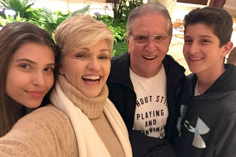 Andrea e Carlos Alberto Nobrega com os filhos
