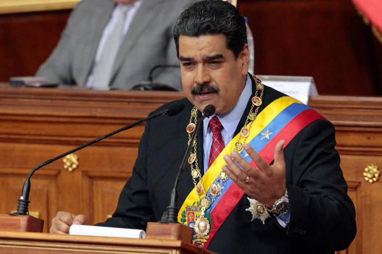 O líder venezuelano, Nicolás Maduro, faz sua declaração de estado da união na Assembleia Constituinte