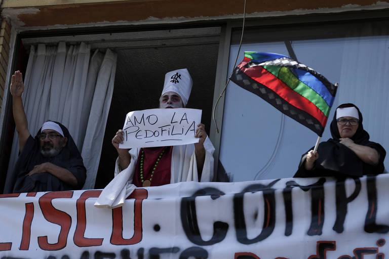 Papa assume 'equívocos de avaliação' em caso de pedofilia no Chile