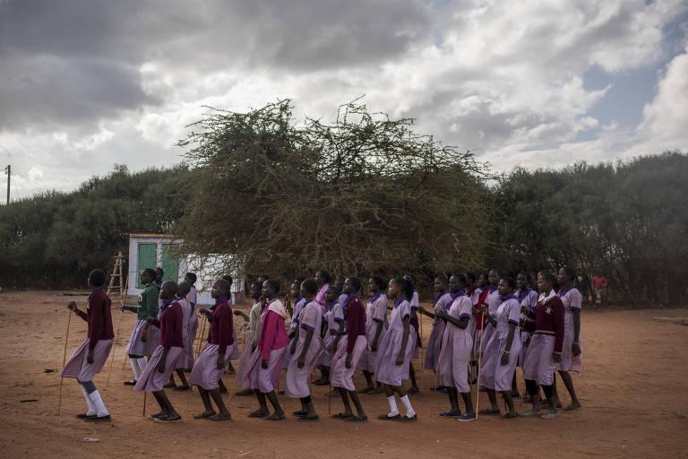 Cerimônia de garotas do povo Maasai no Quênia