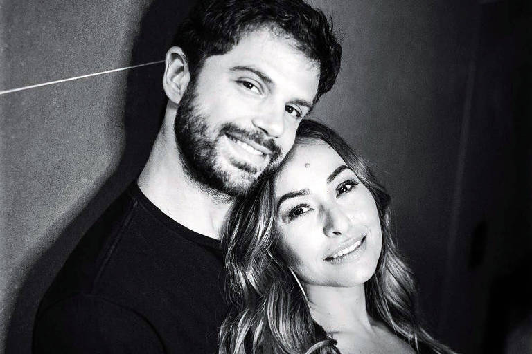 Apresentadora Sabrina Sato e o noivo, o ator Duda Nagle