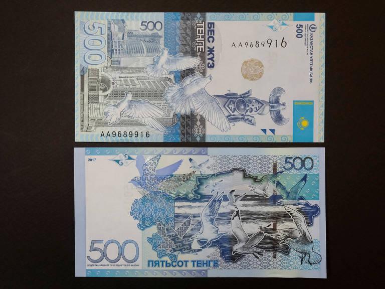 Nota de 500 tenges cazaques com alfabeto cirílico; ditador quer passar a usar alfabeto latino