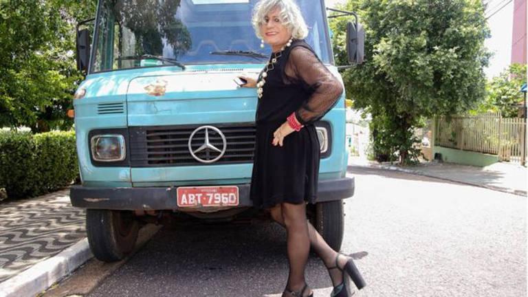 Afrodite, o caminhoneiro que se assumiu crossdresser e roda o Brasil de salto alto