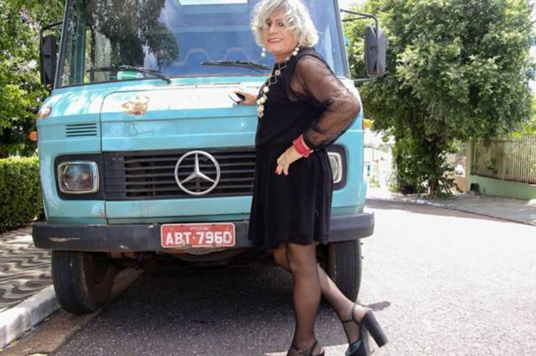 A história do caminhoneiro que se assumiu crossdresser e roda o Brasil de salto alto – Alair Ribeiro/BBC Brasil
