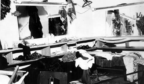 SÃO PAULO, SP, BRASIL, 00-00-1968: Teatro: vista do camarim do Teatro Ruth Escobar, após depredação, onde está sendo encenada a peça Roda Viva, em São Paulo (SP). (Foto: Folhapress) ORG XMIT: AGEN1310021058066472
