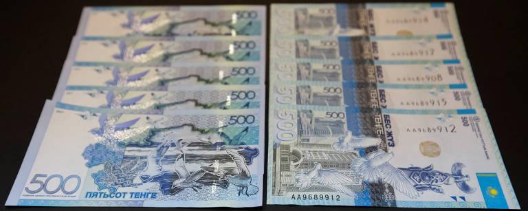 Nota de 500 tenges cazaques com alfabeto cirílico – Shamil Zhumatov - 22.nov.2017/Reuters