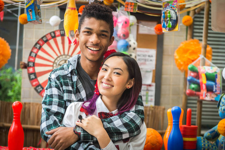 Anderson (Juan Paiva) e Tina (Ana Hikari) em 'Malhação'