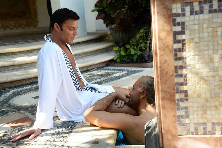 """Ricky Martin e Édgar Ramírez em cena de """"American Crime Stoty: O Assassinato de Gianni Versace"""""""