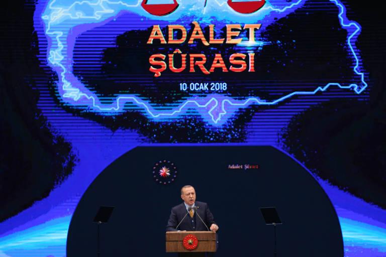 O líder turco, Recep Tayyip Erdogan, em discurso; país é citado como local onde populismo prosperou