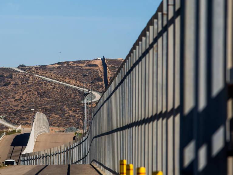 Muro na fronteira entre México e EUA – Apu Gomes/Folhapress