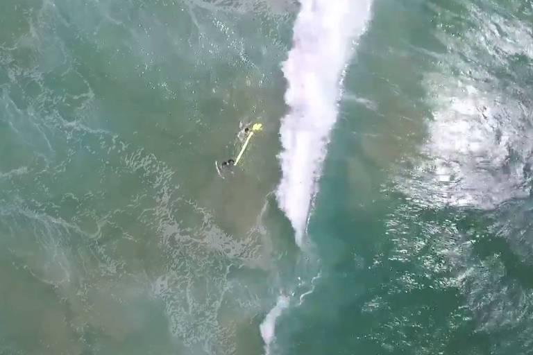 Drone ajudou a resgatar dois banhistas na praia Lennox Head, na Austrália