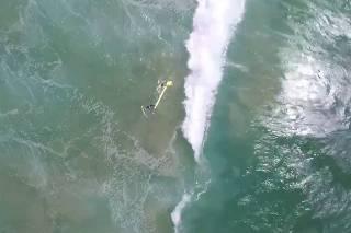 Drone é usado para resgate de banhistas na Austrália pela primeira vez no mundo