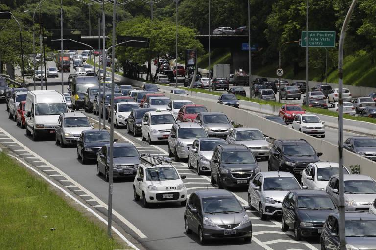 Trânsito intenso na avenida 23 de Maio, em São Paulo