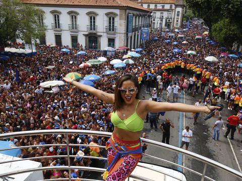 RIO DE JANEIRO, RJ, 04.03.2017: CARNAVAL 2017. Bloco  das Poderosas com Anitta.(Foto: Marcelo de Jesus/UOL).******EMBARGADO PARA USO EM INTERNET******* ATENCAO: PROIBIDO PUBLICAR SEM AUTORIZACAO DO UOL.