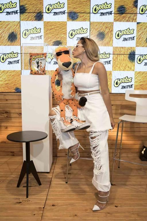 Anitta apresenta a nova embalagem de Cheetos em São Paulo - SP