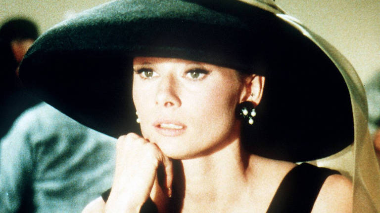 A atriz Audrey Hepburn em cena do filme 'Bonequinha de Luxo', de Blake Edwards