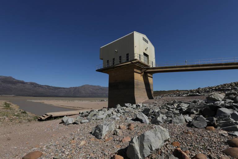 Uma das principais represas sul-africanas, Voelvlei opera em níveis baixos desde o fim de 2017 – Mike Hutchings - 8.nov.17/Reuters
