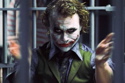Cinema: o ator Heath Ledger, como Coringa, em cena do filme