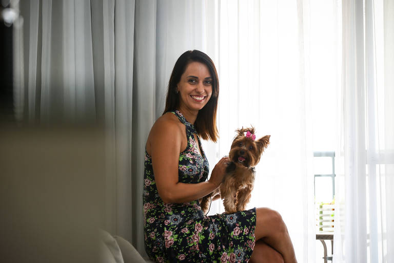Gisele Martins, 31, tinha fortes sintomas da doença de Crohn e viu melhora após o transplante fecal