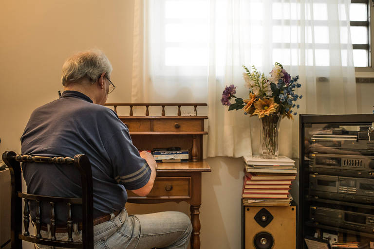 Roberto N., 77, viu a depend�ncia do �lcool aumentar com a dificuldade de achar emprego