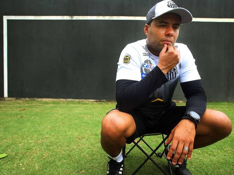 Jair Ventura durante entrevista no CT Rei Pelé Jorge Araujo/Folhapress