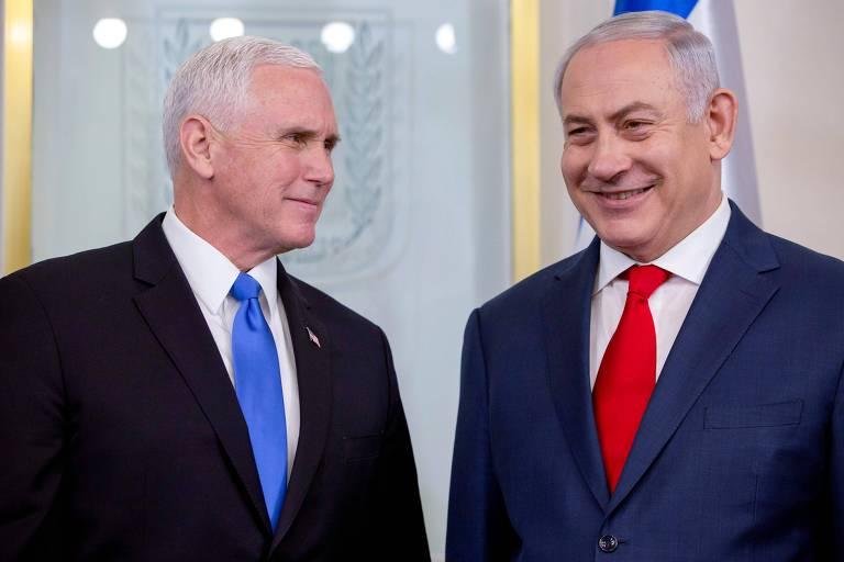 O vice-presidente americano Mike Pence (esq.) e o premiê israelense Binyamin Netanyahu em Jerusalém