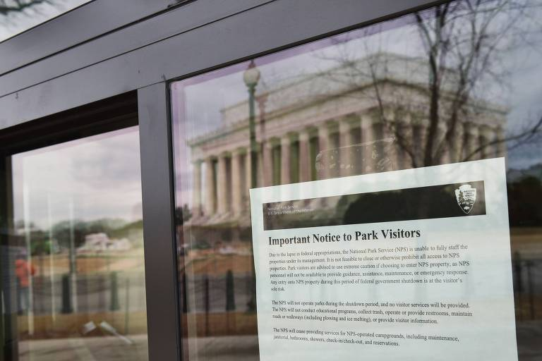 Cartaz avisa sobre a paralisação em museu de Washington, nos Estados Unidos