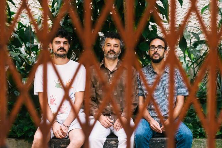 Os músicos Bruno Di Lullo, Domenico Lancellotti e Bem Gil