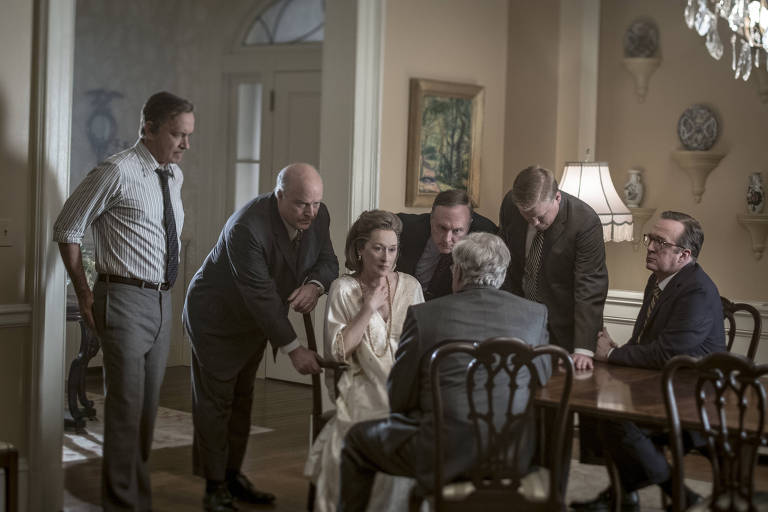 "Cena do filme ""The Post - A Guerra Secreta"" (""The Post""). Direção: Steven Spielberg. Elenco: Meryl Streep, Tom Hanks, Sarah Paulson."