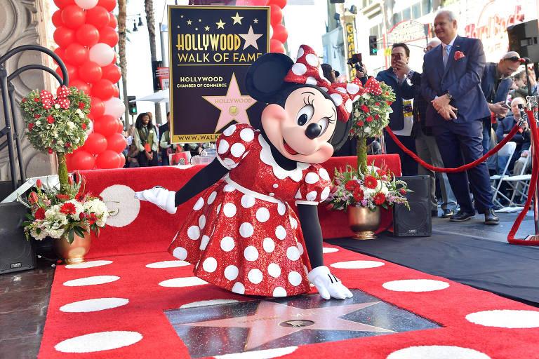 Minnie Mouse recebe sua estrela na Calçada da Fama de Hollywood, em comemoração ao seu aniversário de 90