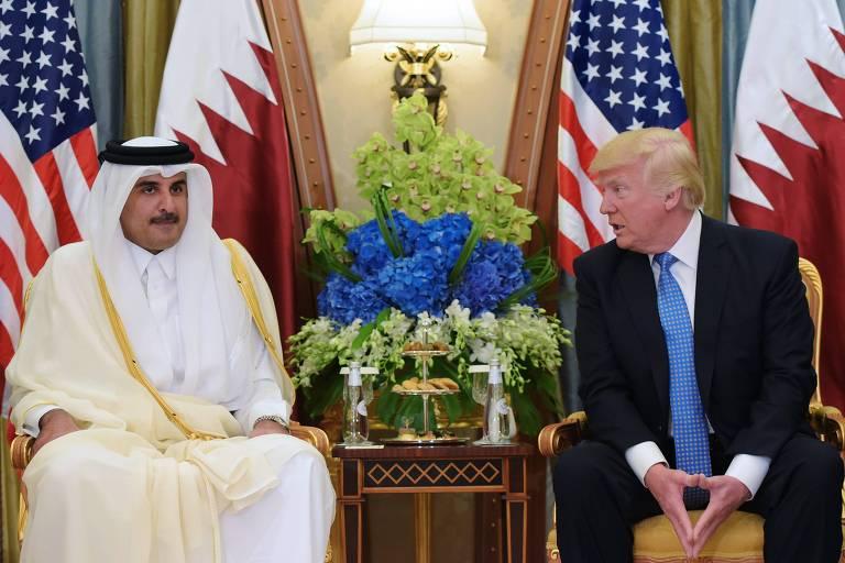 Tamim bin Hamad al-Thani e Donald Trump se encontram em hotel em Riad, Arábia Saudita