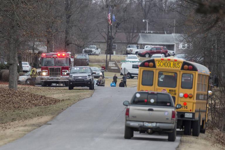 Equipes de resgate respondem a emergência após tiros na Marshall County High School, em Benton, Kentucky (EUA)