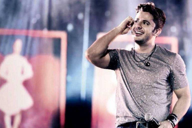 O cantor Cristiano Araújo que morreu em um acidente de carro com a namorada, Allana Moraes, em junho de 2015