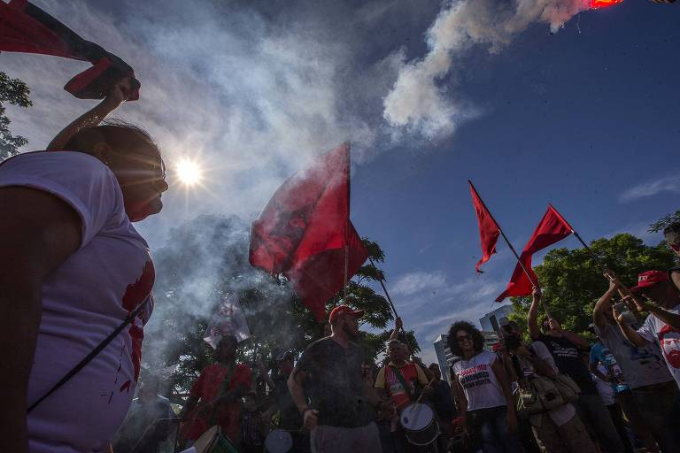Acampamento onde militantes estão concentrados esperando o final do julgamento do ex-presidente Lula, que está agora sendo julgado no TRF4