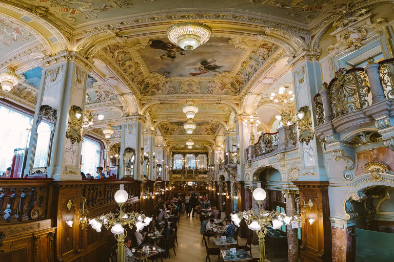 Interior do New York Café, em Budapeste, na Hungria Wei-Te Wong/Flickr