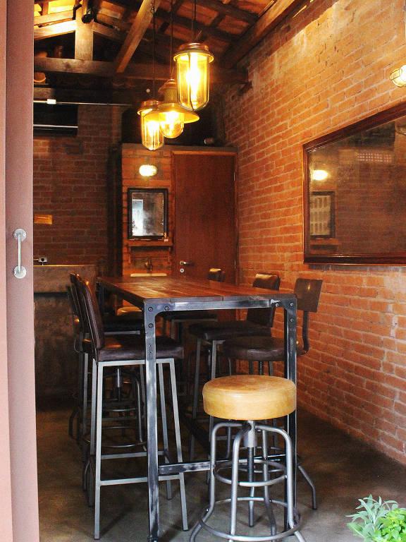 Ambiente do bar de vinhos Sede 261, em Pinheiros