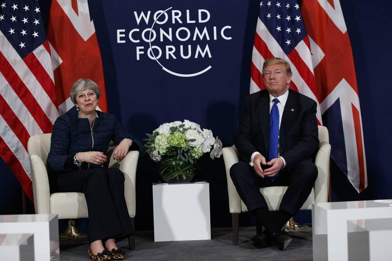 O presidente dos EUA Donald Trump e a primeira-ministra britânica Theresa May em Davos Evan